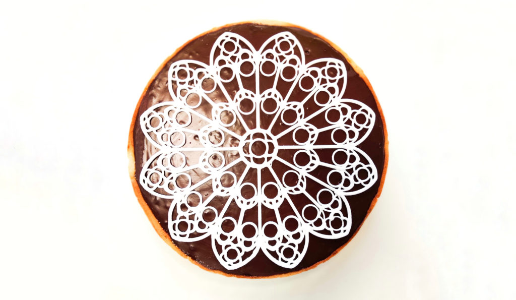3D food printing: royal icing rosace on chocolate pie.